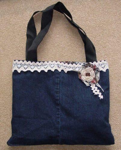 DIY denim bag Little Handmade Bag Swap by cakersandco (https://www.flickr.com/photos/knitgirl63/444204297/) via Creative Commons