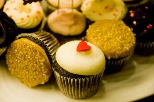 "surprise your valentine ""Sweet Vivi's Cupcakes"" | by Ken Hawkins (https://www.flickr.com/photos/khawkins04/5453880392/) via Creative Commons"